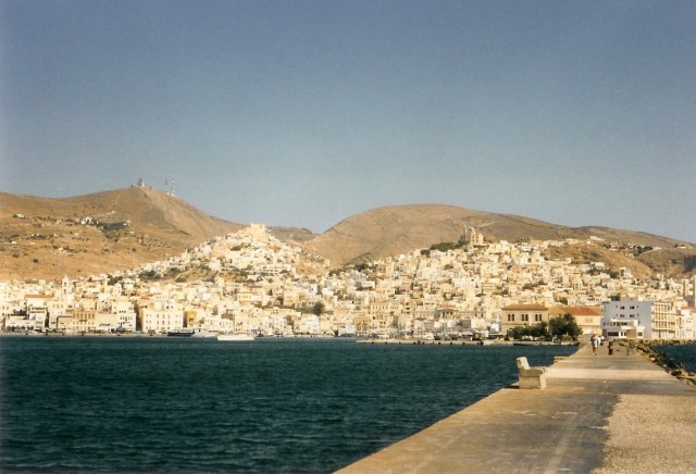 The town of Hermopolis and Ano Syros seen from the breakwater